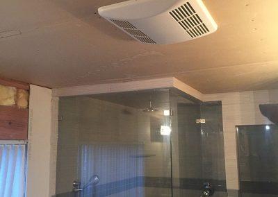 Bathtub with Frameless glass