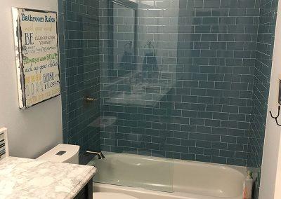 Bathtub with frameless glass door